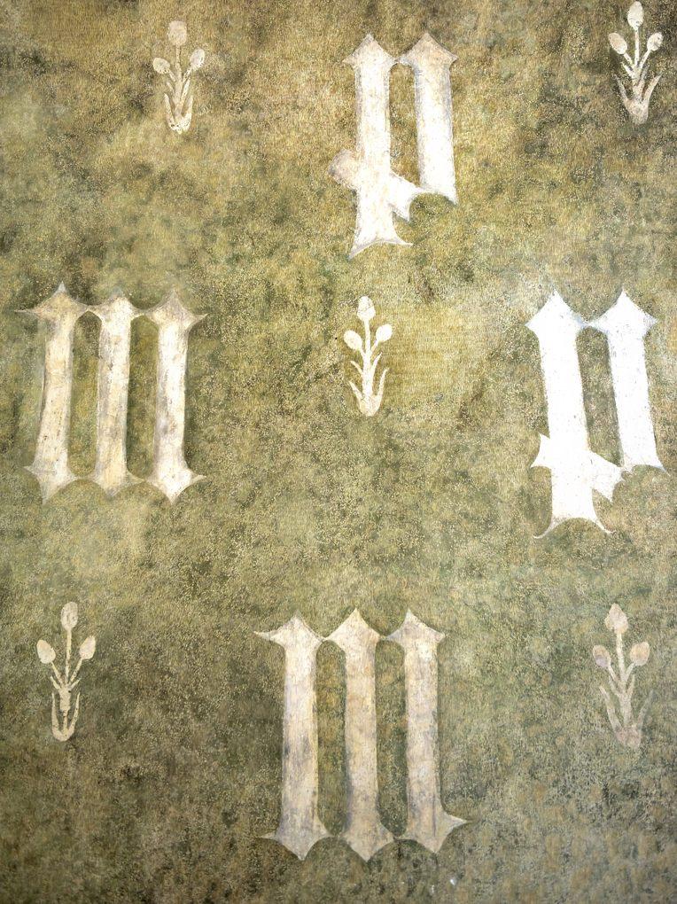 Mellecey - Château ducal de Germolles - décor mural peint aux initiales du couple ducal (corps de logis principal)