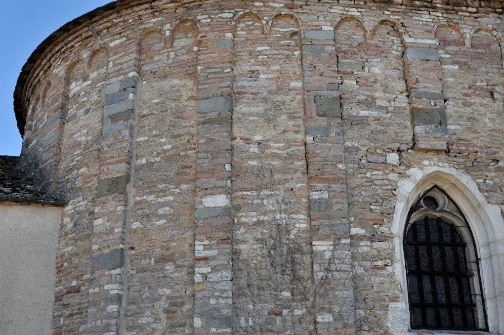 Mellecey - Eglise Saint-Pierre - décor de lésènes au niveau de l'abside