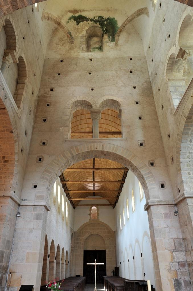 Perrecy-les-Forges - Priorale - Vue sur la nef depuis le transept