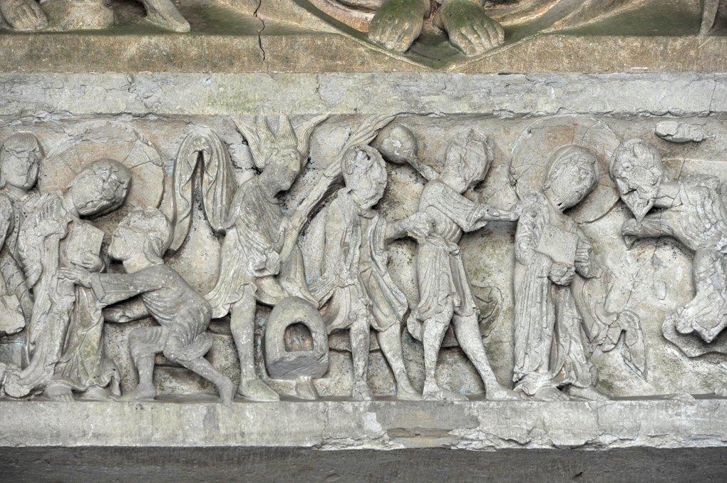 Perrecy-les-Forges - Priorale - Linteau du portail : l'arrestation de Jésus au jardin de Gethsemani
