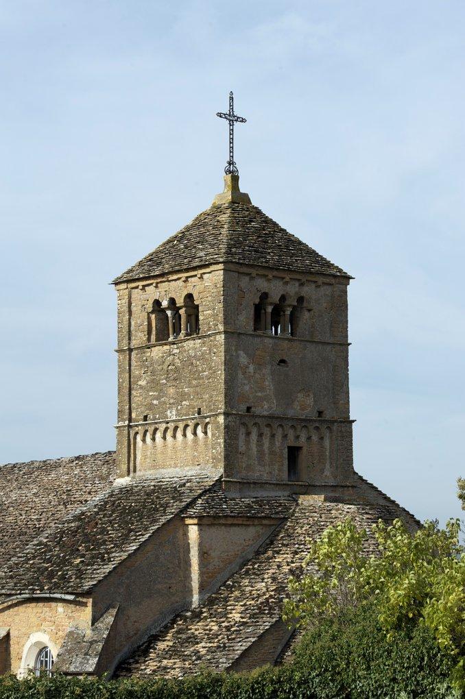 Ameugny - Eglise Notre-dame (XIIe siècle) - Le chevet et le clocher