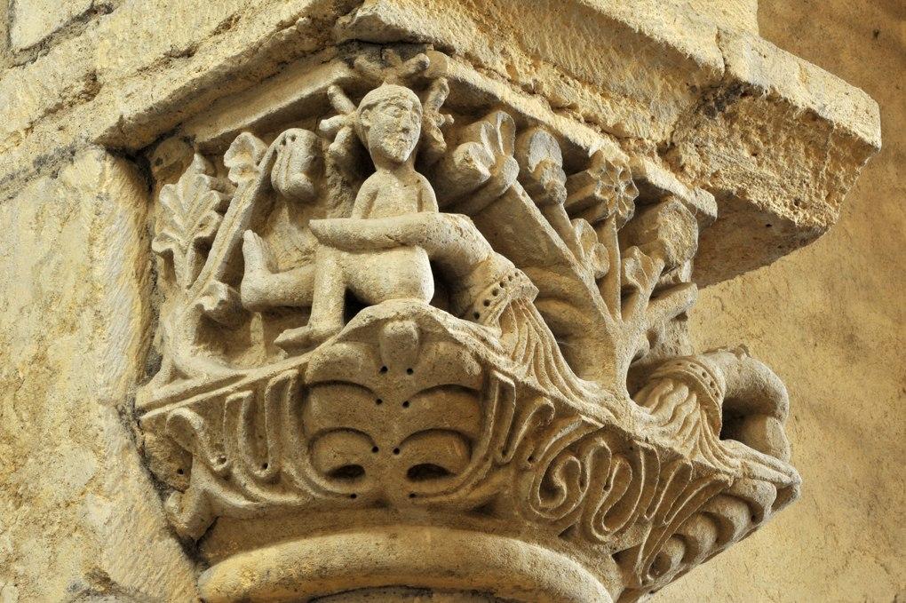 Anzy-le-Duc - Eglise priorale - Chapiteau de la nef : les fleuves du Paradis