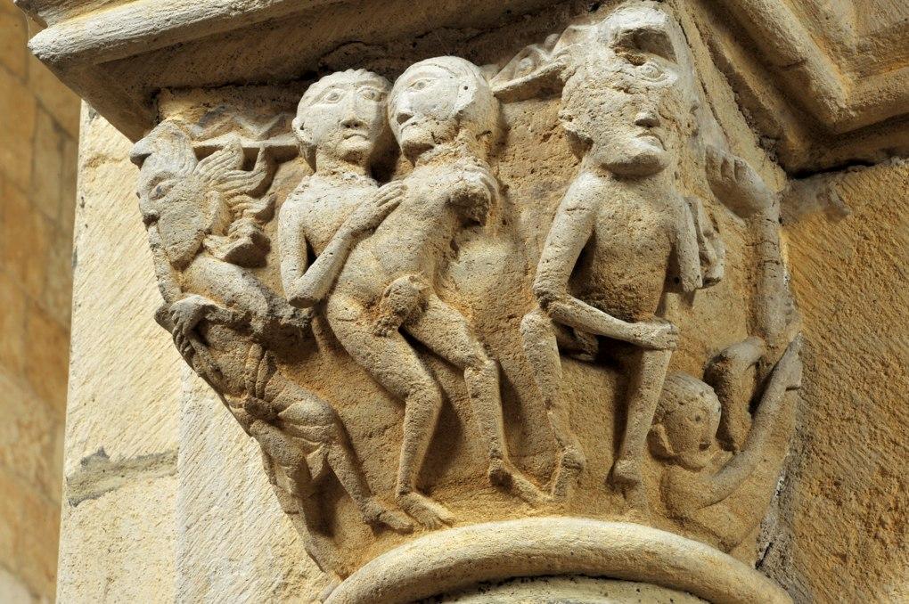 Anzy-le-Duc - Eglise priorale - Chapiteau de la nef : les siamois et le sciapode