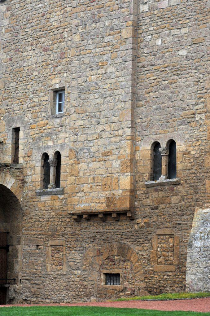 Anzy-le-Duc - Prieuré d'Anzy - La Tour de Justice (XIIe siècle)