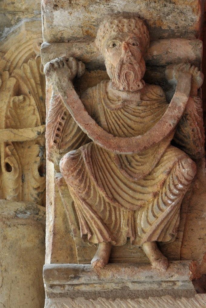 Paray-le-Monial (Musée du Hiéron) - Portail de l'ancien prieuré d'Anzy-le-Duc - Portail d'Arcy : corbeau