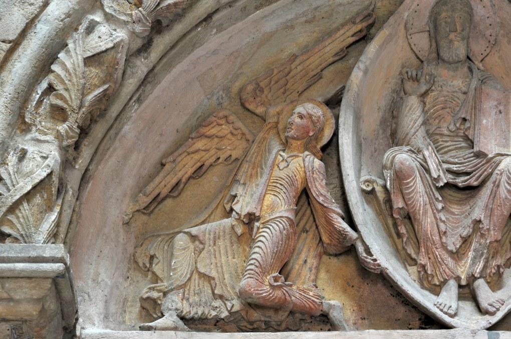 Paray-le-Monial (Musée du Hiéron) - Portail de l'ancien prieuré d'Anzy-le-Duc : un ange au tympan
