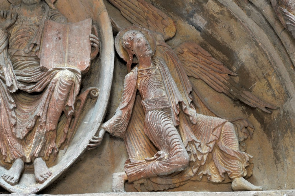 Paray-le-Monial (Musée du Hiéron) - Portail de l'ancien prieuré d'Anzy-le-Duc : ange au tympan
