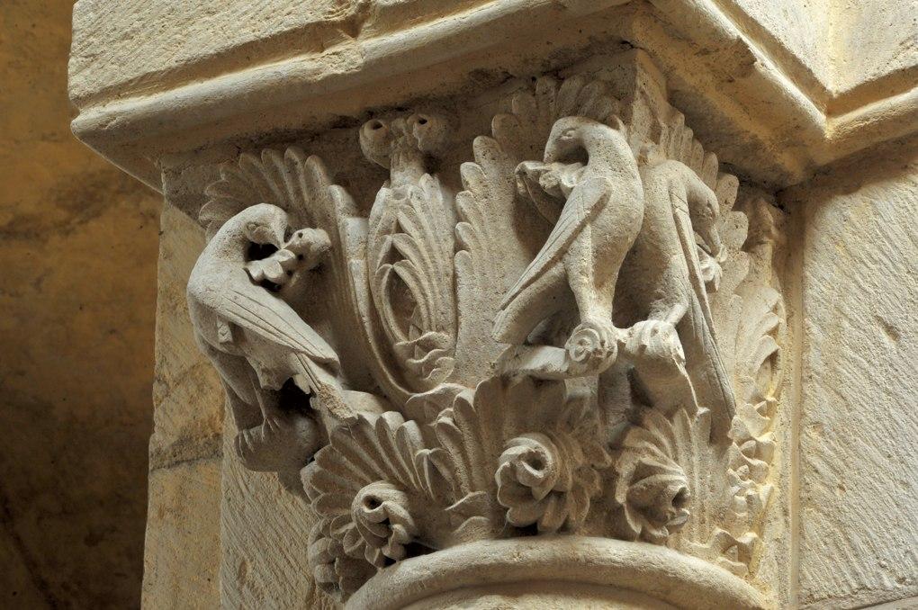 Anzy-le-Duc - Eglise priorale - Chapiteau : oiseaux