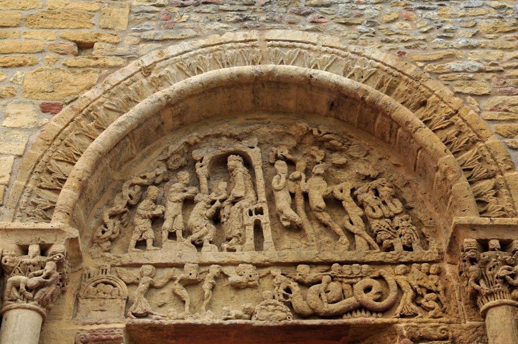 Anzy-le-Duc - Prieuré - Tympan du portail sud (v. 1140)