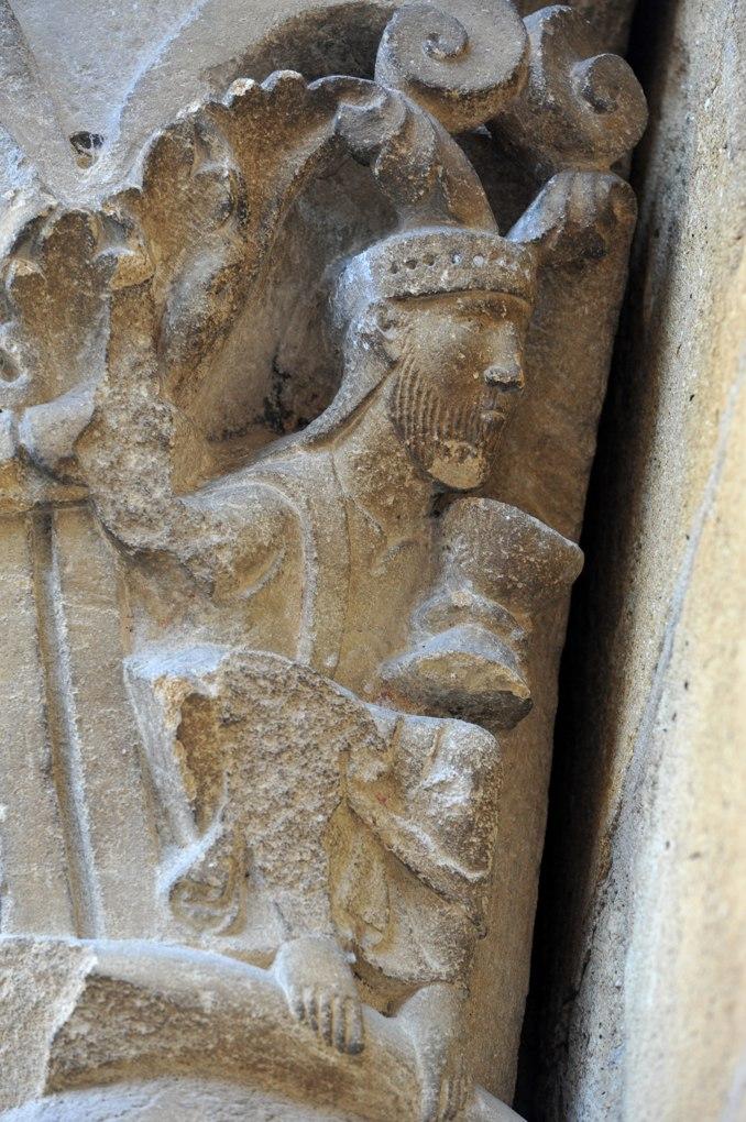 Anzy-le-Duc - Priorale : chapiteau du tympan ouest