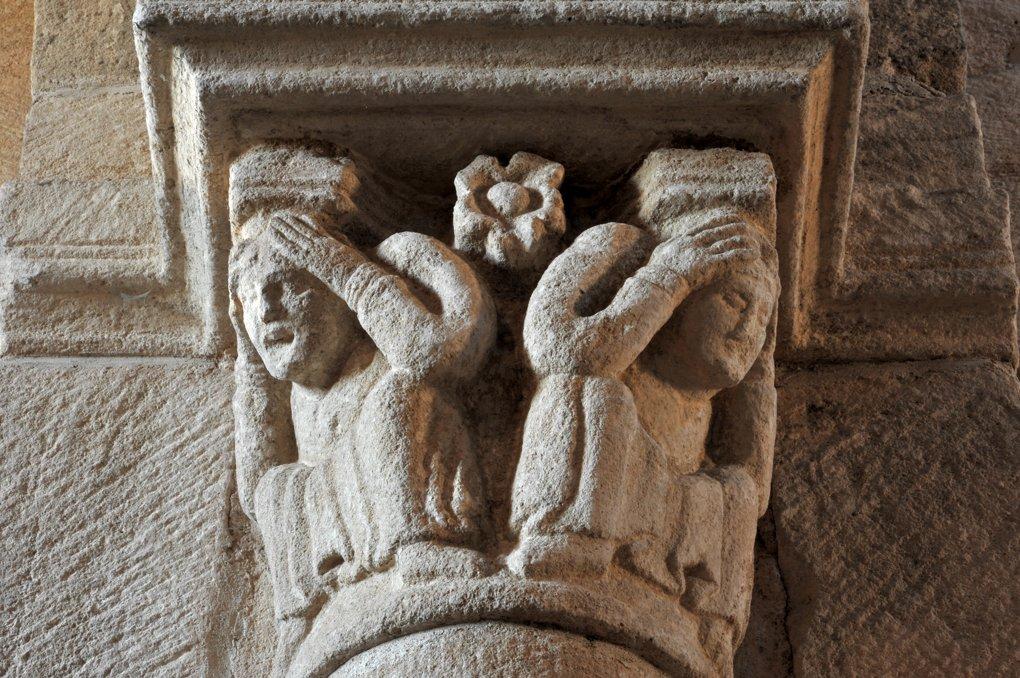 Bois-Sainte-Marie - Eglise de la Nativité - Chapiteau de la nef : le désespoir (v. 1130)