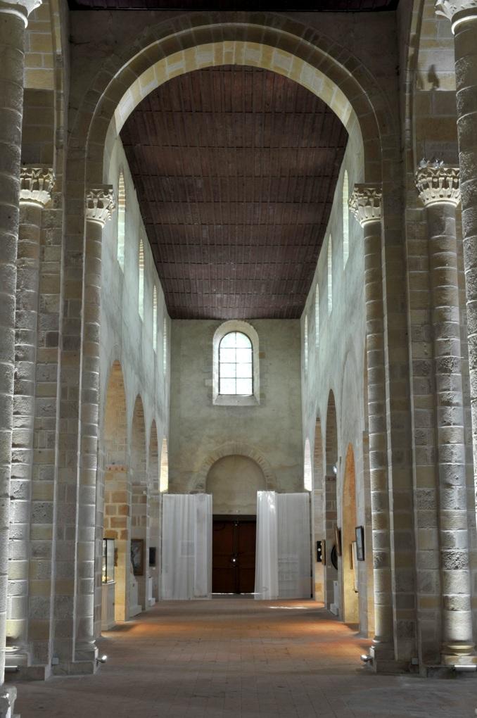 Bourbon-Lancy - Priorale Saint-Nazaire - La nef (fin du XIe siècle)