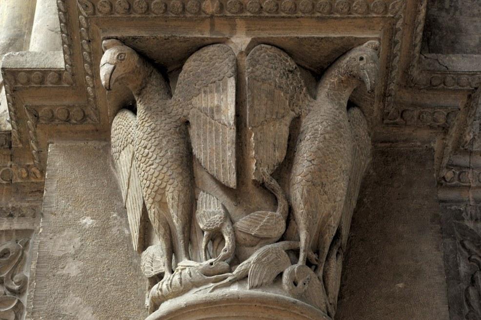 Chalon-sur-Saône - Cathédrale Saint-Vincent - Chapiteau de la nef : aigles (v. 1150)