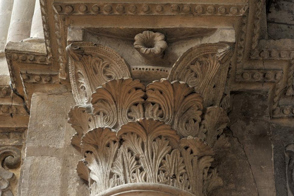 Chalon-sur-Saône - Cathédrale Saint-Vincent - chapiteau de la nef : feuillages (v. 1150)