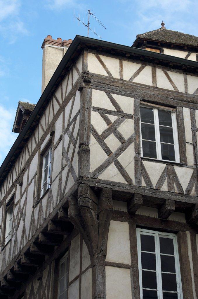 Chalon-sur-Saône - Maison à pans de bois (Place Saint-Vincent)