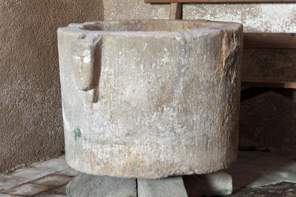 Changy - Eglise saint-Paul - Cuve baptismale (XIIe siècle)