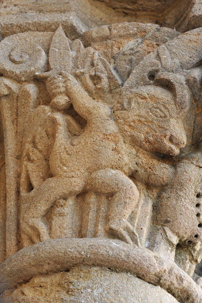Fleury-la-Montagne - Eglise Saint-Barthélémy (XIIe siècle) - Hybride au combat