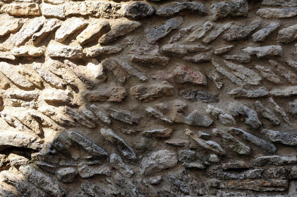 Germagny - Eglise de l'Assomption (XIIe siècle) - appareil assisé et en épi (XIe siècle)