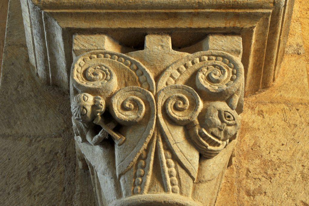 Iguerande - Ancienne priorale Saint-André (XIIe siècle) - Chapiteau de la nef