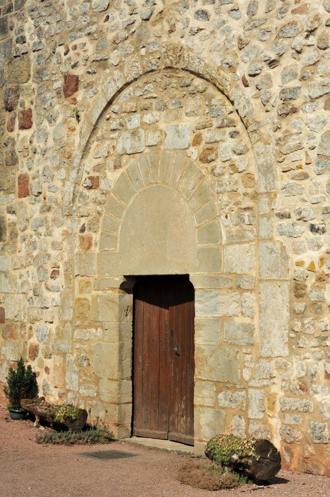 La Chapelle-sous-Dun - Eglise Notre-Dame-de-l'Assomption (XIIe siècle)- Le portail roman, remonté au niveau de l'entrée du transept