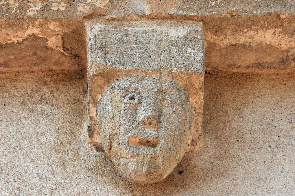 La Chapelle-sous-Dun - Eglise Notre-Dame-de-l'Assomption (XIIe siècle) - Modillon de l'abside