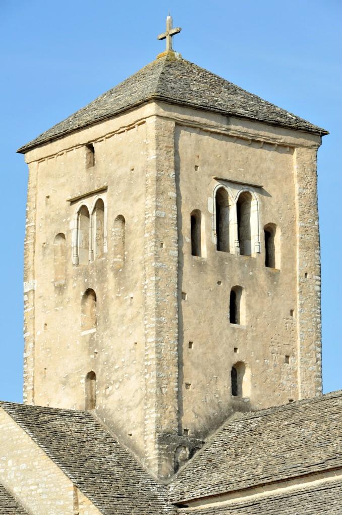 Laives - Eglise Saint-Martin - Le clocher du XIe siècle (avec baies géminées gothiques)