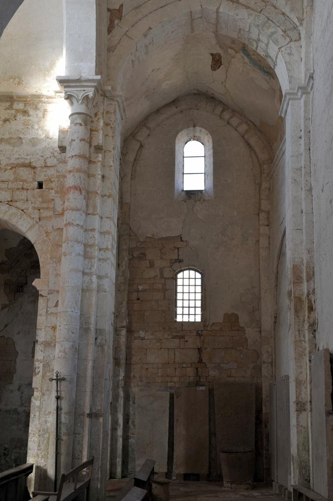 Chapaize - Eglise priorale ruinée de Lancharre - Le chevet (XIIe siècle) : bras du transept (v. 1150)