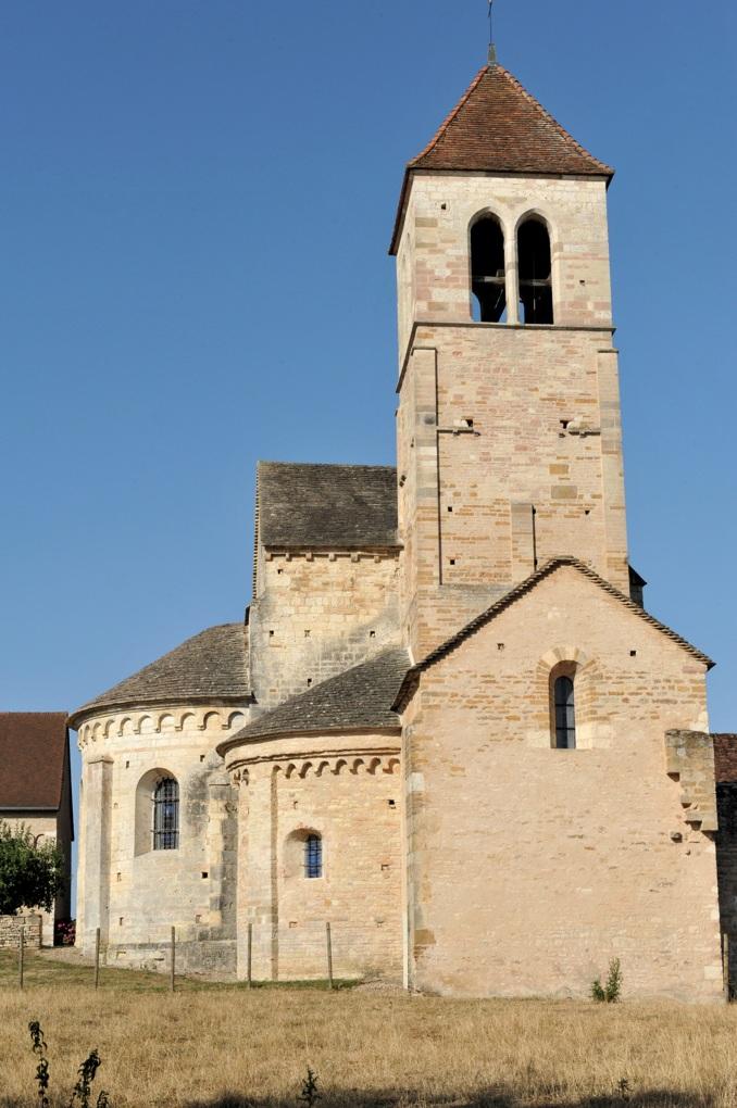 Chapaize - Eglise priorale ruinée de Lancharre - Le chevet (XIIe siècle)