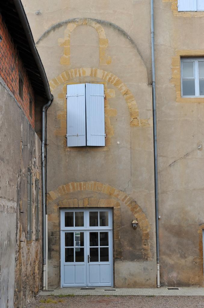 Marcigny - Vestiges d'arcs de l'ancienne église priorale, dans l'Hôtel de la prieure (XVIIIe siècle)