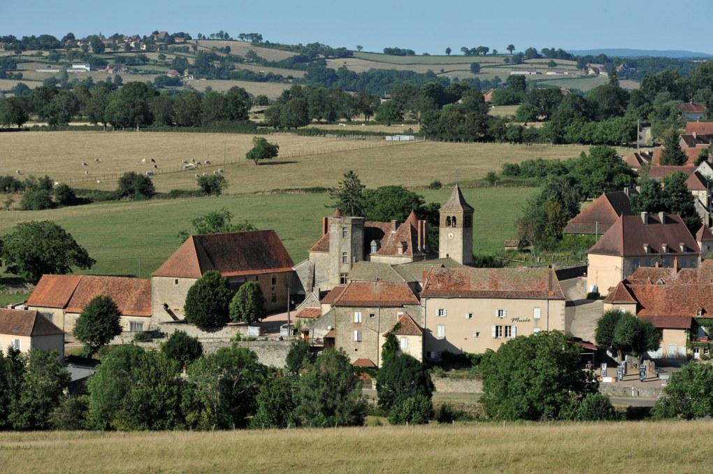 Oyé - Le village - Eglise et château