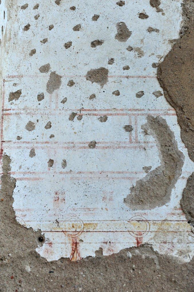 Paray-le-Monial - Chapelle Notre-Dame (v. 1100 ?) - faux parement peint préservé à l'extérieur sur la façade actuelle