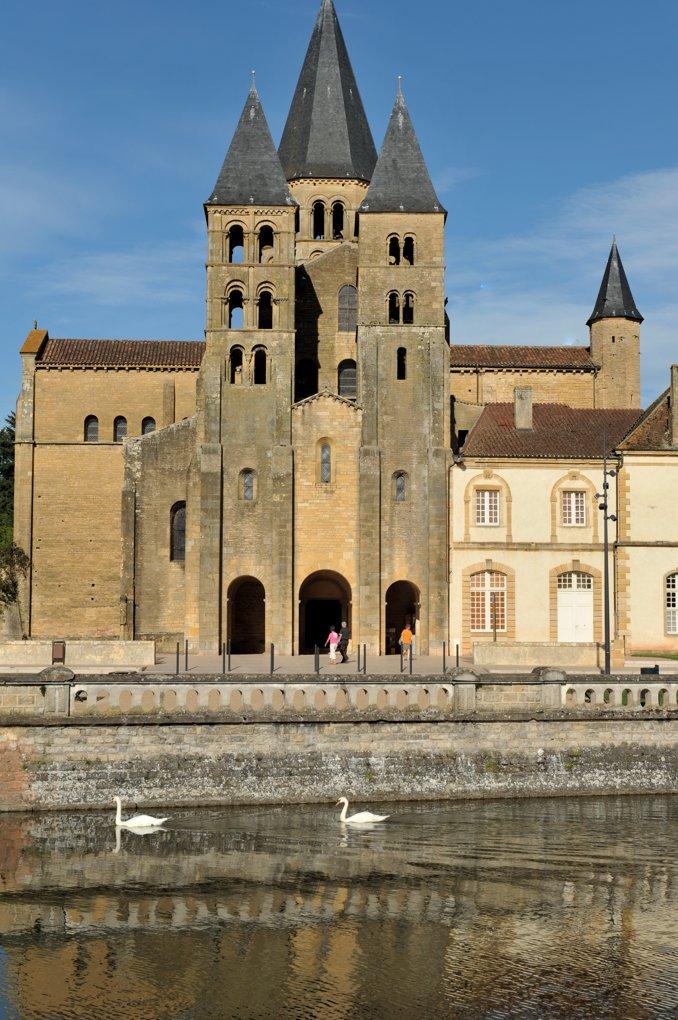 Paray-le-Monial - Ancienne priorale Notre-Dame depuis les bords de la Bourbince