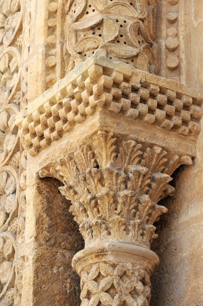 Paray-le-Monial - Ancienne priorale Notre-Dame - chapiteau du portail nord