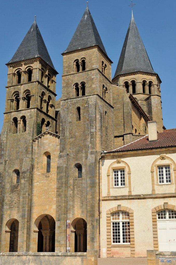 Paray-le-Monial - Ancienne priorale Notre-Dame - Avant-nef et tours