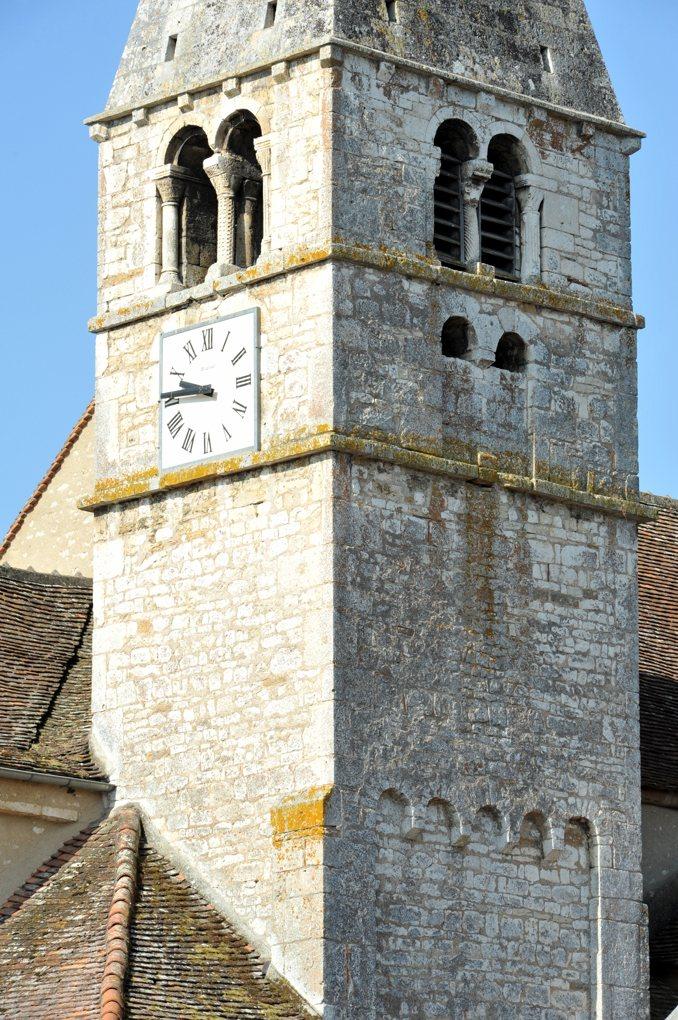 Saint-Boil - Eglise Saint-Baudile - Le clocher du XIIe siècle