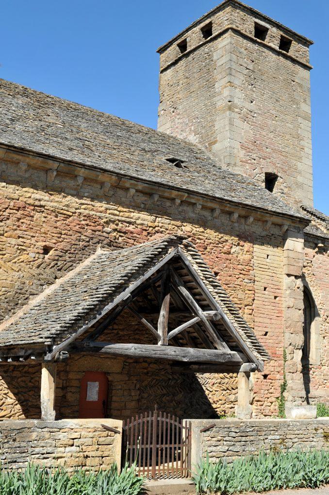 Saint-Clément-sur-Guye - Eglise Saint-Clément (fin Xe et XIIe siècle) - Porche latéral et clocher