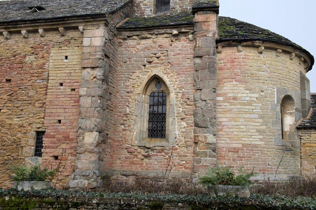 Saint-Clément-sur-Guye - Eglise Saint-Clément (fin Xe et XIIe siècle) - Reprises de maçonneries au niveau du choeur et de l'abside