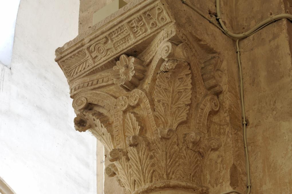 Saint-Pierre-le-Moûtier - Priorale Saint-Pierre - Chapiteau de la nef, à décor végétal