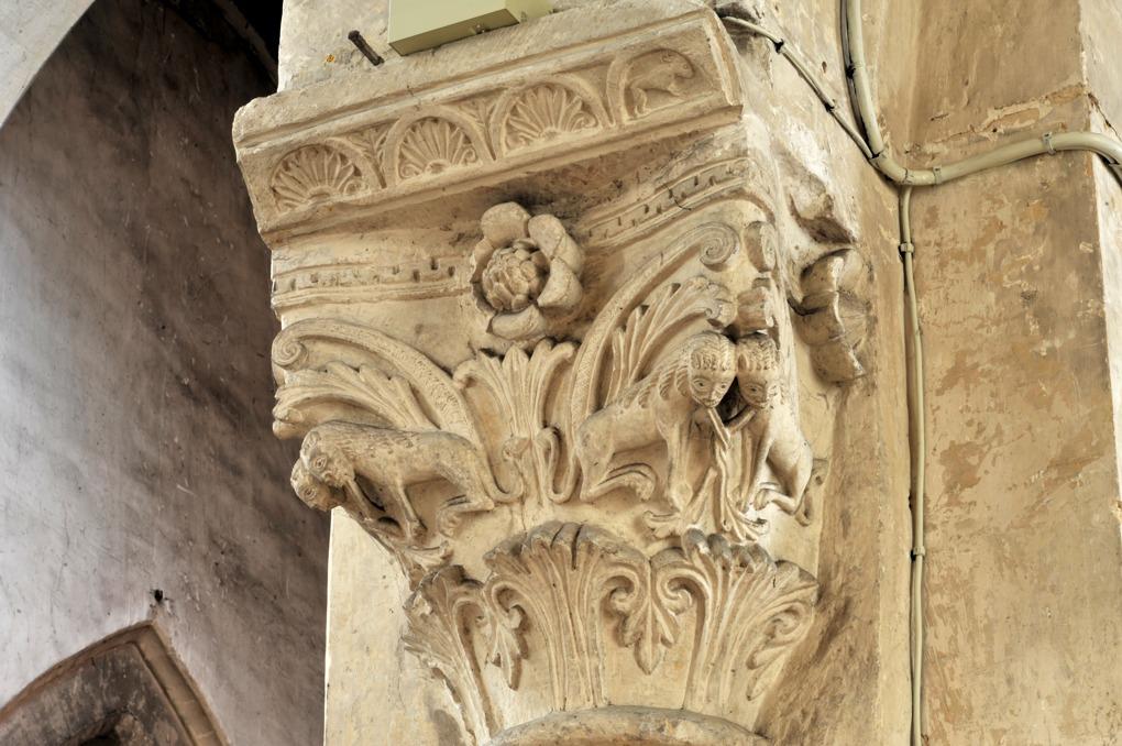 Saint-Pierre-le-Moûtier - Priorale Saint-Pierre - Chapiteau de la nef : lions affrontés
