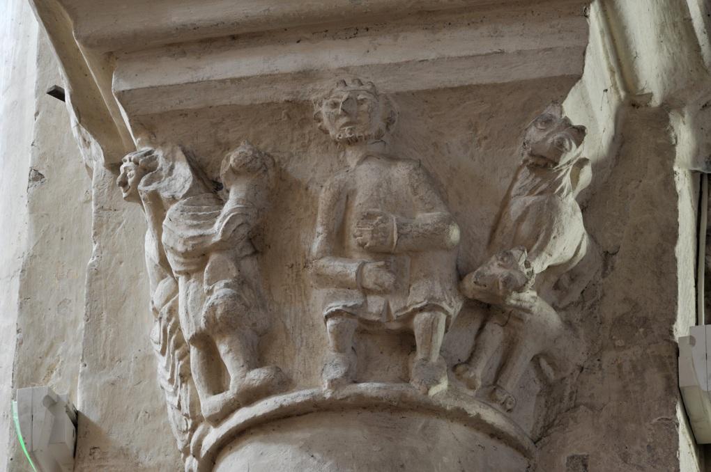 Saint-Pierre-le-Moûtier - Priorale saint-Pierre - Chapiteau de la nef : Daniel dans la fosse aux lions