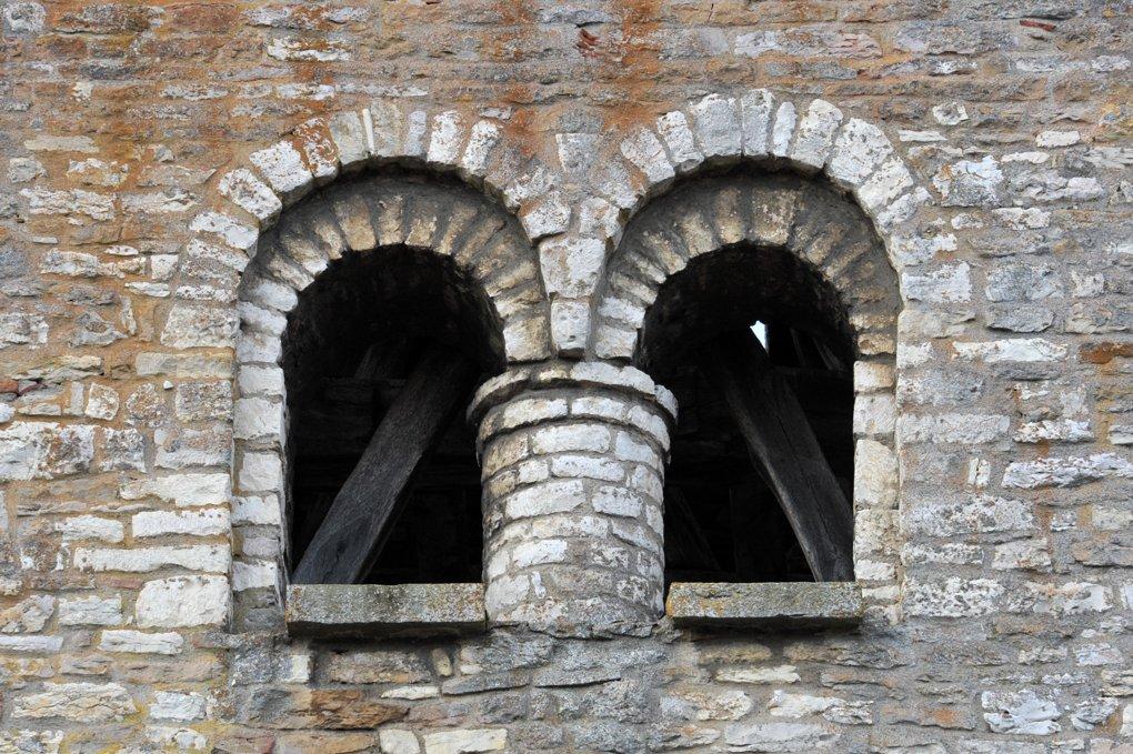 Sennecey-le-Grand - Eglise Saint-Julien (XIe-XIVe siècle) - Baies du clocher (milieu du XIe siècle)
