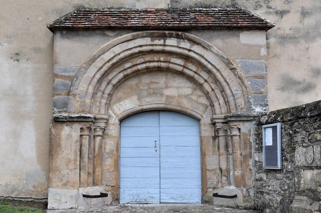 Avril-sur-Loire - Eglise Saint-Pierre (XIIe siècle) - Le portail roman