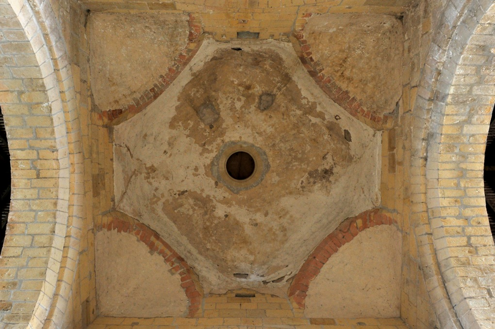 Béard - Eglise Saint-Laurent (XIIe siècle) - Coupole sur trompes de la croisée du transept