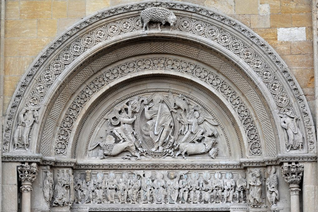 Charlieu - Grand portail nord du narthex (v. 1150) : tympan et linteau