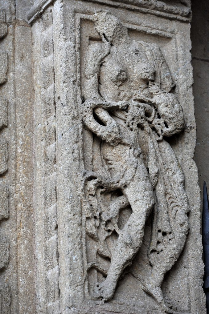 Charlieu - Grand portail nord du narthex (v. 1150) : La luxure