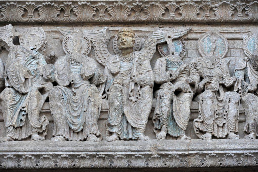 Charlieu - Grand portail nord du narthex (v. 1150) : détail du linteau