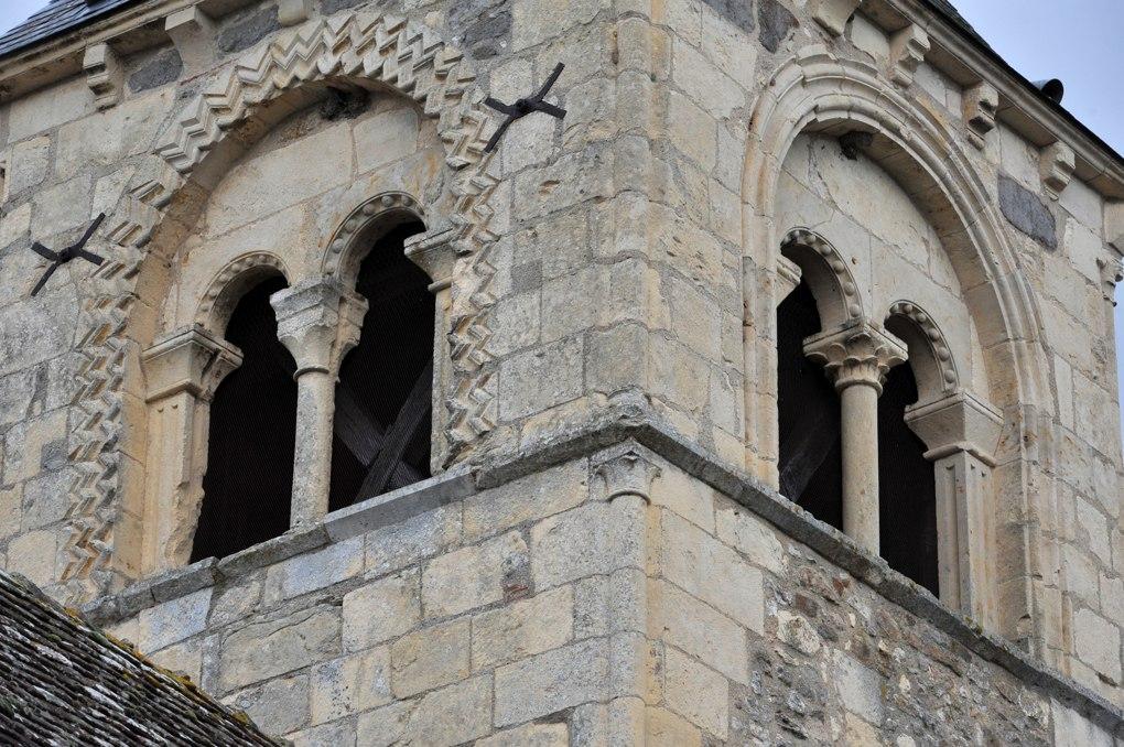 Fleury-sur-Loire - Eglise Saint-Julien - Baies du clocher (milieu du XIIe siècle)