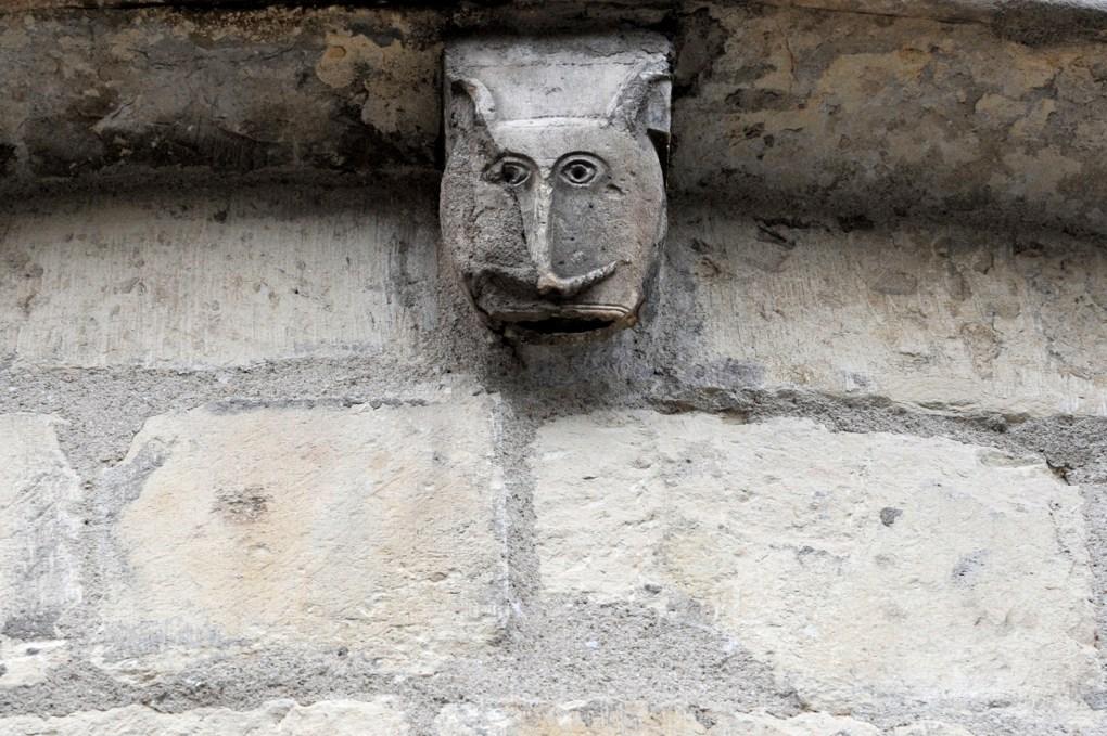 Fleury-sur-Loire - Eglise Saint-Julien - Modillon à tête humaine de l'abside