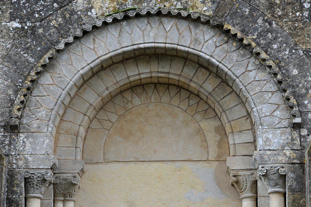 Montigny-aux-Amognes - Eglise Saint-Louis (XIIe siècle) - Portail ouest