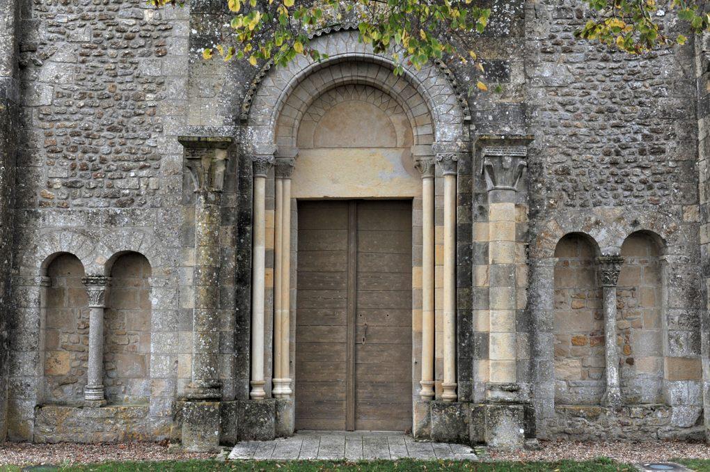 Montigny-aux-Amognes - Eglise Saint-Louis (XIIe siècle) - Façade